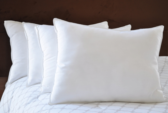 Natural comfort four pillow sets for Comfort inn pillows